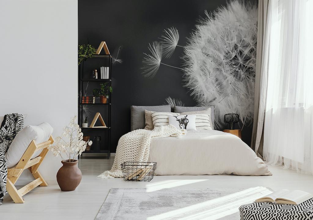 Schwarz weisse Fototapete mit Pusteblume im Schlafzimmer